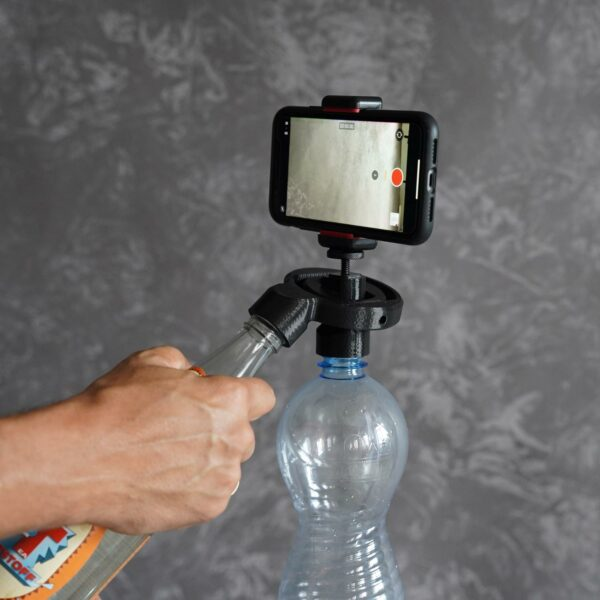 Gimbal for stabilising a smartphone or a small compact camera